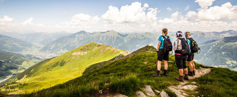 Wanderer genießen den Ausblick